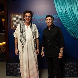 """Ünlü DJ Murat Tokuz'un ev sahipliğinde Piyalepaşa İstanbul Satış Ofisi'nde gerçekleşen """"Oasis Night"""" sanat ve cemiyet hayatının önemli isimlerini bir araya getirdi."""